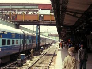 ரயில்வே நிலையங்களில் அஸ்பெஸ்டாஸ் கூரை - Photo courtesy: Jishnu