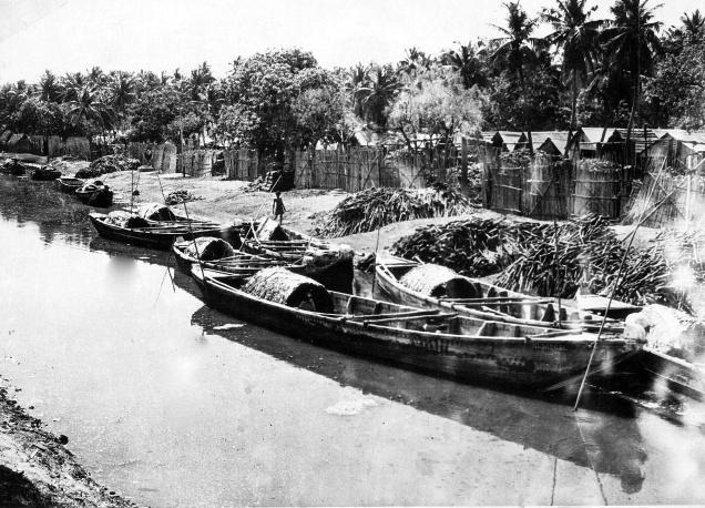 1960இல் ஆந்திராவில் பொருட்களை சுமந்து வந்த படகுகள் Courtesy: Hindu