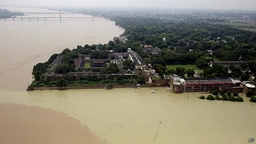 அலஹாபாத் நகரை சூழ்ந்த கங்கை  Courtesy: Hindu/BBC