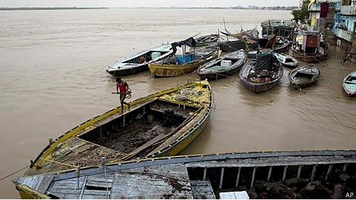 காசியில் கங்கை  Courtesy: Hindu/BBC
